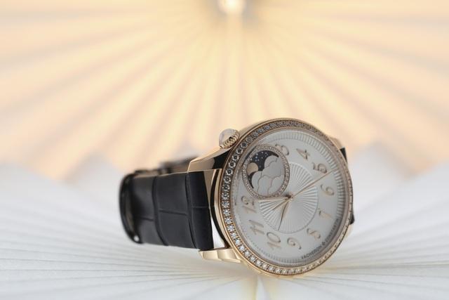 BST mới của chế tác đồng hồ cao cấp Vacheron Constantin dành riêng cho phái đẹp: Yêu ngay từ cái nhìn đầu tiên!   - Ảnh 2.