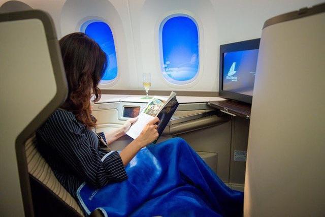 Nhờ hệ thống màng lọc này, không khí trên máy bay an toàn hơn hẳn so với bạn nghĩ: Không chỉ bụi bẩn, virus và vi khuẩn cũng bị loại bỏ đến 99.97% - Ảnh 4.