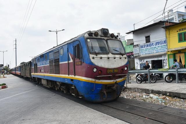 Chủ tịch VNR: Hơn 1 vạn con người ngành đường sắt không có lương, nguy cơ dừng chạy tàu - Ảnh 1.