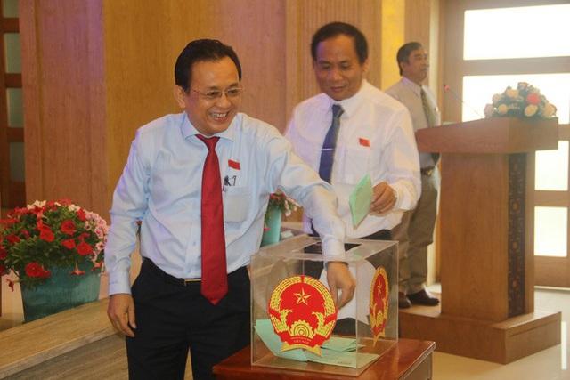 Ông Nguyễn Tấn Tuân giữ chức Chủ tịch UBND tỉnh Khánh Hòa  - Ảnh 1.