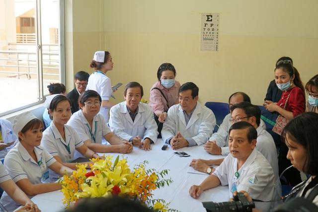 """Bệnh nhân Việt kiều Mỹ nhiễm Corona được chữa khỏi ở Sài Gòn: """"Các bác sĩ đã cứu tôi từ chỗ chết trở về - Ảnh 1.  Bệnh nhân Việt kiều Mỹ nhiễm Corona được chữa khỏi ở Sài Gòn: """"Các bác sĩ đã cứu tôi từ chỗ chết trở về"""" photo 1 1582290881020791075873"""