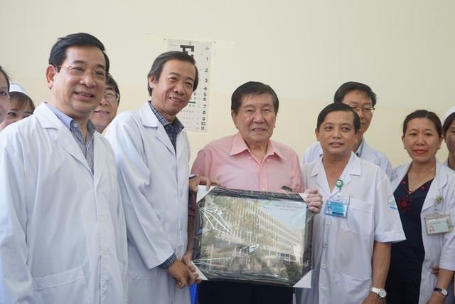 """Bệnh nhân Việt kiều Mỹ nhiễm Corona được chữa khỏi ở Sài Gòn: """"Các bác sĩ đã cứu tôi từ chỗ chết trở về - Ảnh 11.  Bệnh nhân Việt kiều Mỹ nhiễm Corona được chữa khỏi ở Sài Gòn: """"Các bác sĩ đã cứu tôi từ chỗ chết trở về"""" photo 10 1582290884775411947591"""