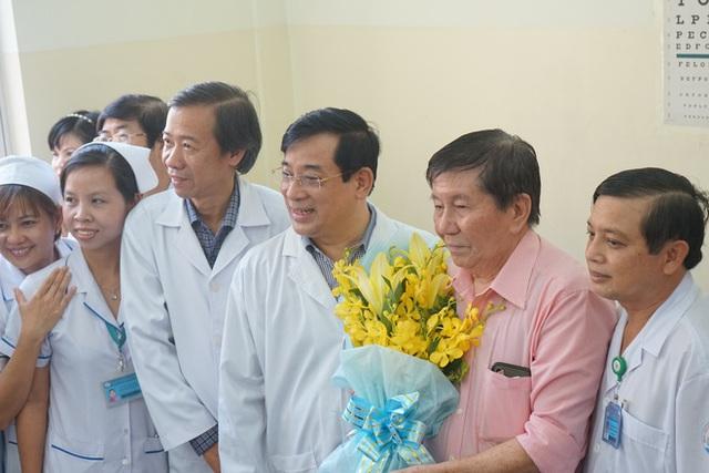 """Bệnh nhân Việt kiều Mỹ nhiễm Corona được chữa khỏi ở Sài Gòn: """"Các bác sĩ đã cứu tôi từ chỗ chết trở về - Ảnh 4.  Bệnh nhân Việt kiều Mỹ nhiễm Corona được chữa khỏi ở Sài Gòn: """"Các bác sĩ đã cứu tôi từ chỗ chết trở về"""" photo 3 15822908847601867494808"""