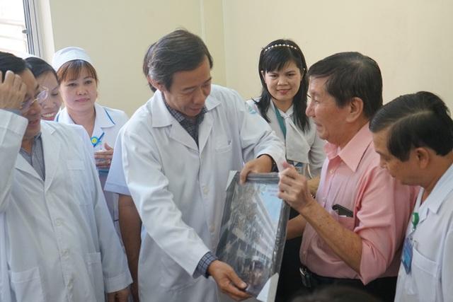 """Bệnh nhân Việt kiều Mỹ nhiễm Corona được chữa khỏi ở Sài Gòn: """"Các bác sĩ đã cứu tôi từ chỗ chết trở về - Ảnh 5.  Bệnh nhân Việt kiều Mỹ nhiễm Corona được chữa khỏi ở Sài Gòn: """"Các bác sĩ đã cứu tôi từ chỗ chết trở về"""" photo 4 15822908847621084078121"""