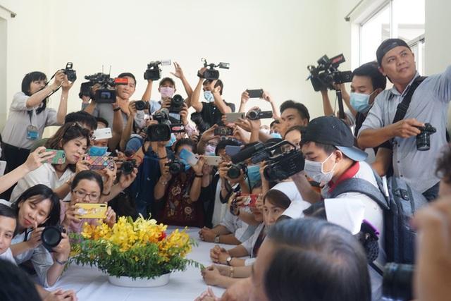 """Bệnh nhân Việt kiều Mỹ nhiễm Corona được chữa khỏi ở Sài Gòn: """"Các bác sĩ đã cứu tôi từ chỗ chết trở về - Ảnh 10.  Bệnh nhân Việt kiều Mỹ nhiễm Corona được chữa khỏi ở Sài Gòn: """"Các bác sĩ đã cứu tôi từ chỗ chết trở về"""" photo 9 1582290884773433247312"""