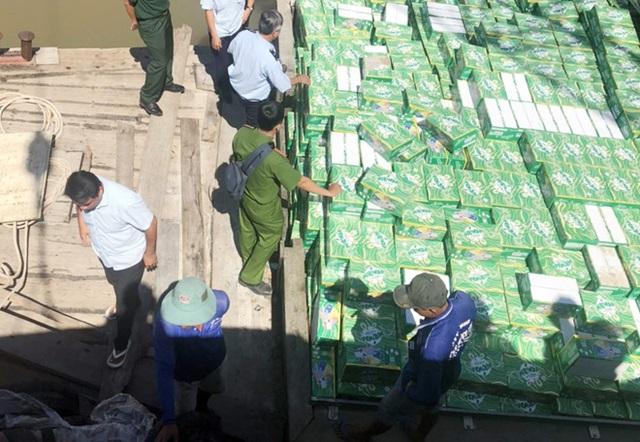 Khởi tố vụ buôn lậu nước giải khát có gas trị giá trên 8,6 tỷ đồng - Ảnh 1.