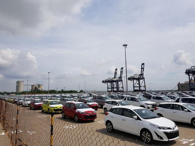 Ôtô nhập khẩu về Việt Nam lao dốc từ đầu năm 2020  - Ảnh 1.