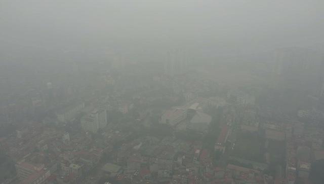 Nhiều tòa nhà mờ ảo nhìn từ flycam, chất lượng không khí ở Hà Nội suy giảm - Ảnh 3.