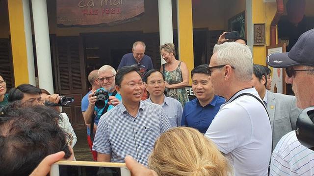 Chủ tịch tỉnh nói tiếng Anh lưu loát với khách Tây, khẳng định: Quảng Nam chưa ghi nhận ca bệnh nào nhiễm Covid 19 - Ảnh 3.