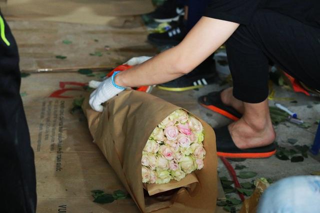 Xếp hàng từ 7h giờ sáng mua hoa hồng Đà Lạt 1.000 đồng/bông - Ảnh 4.