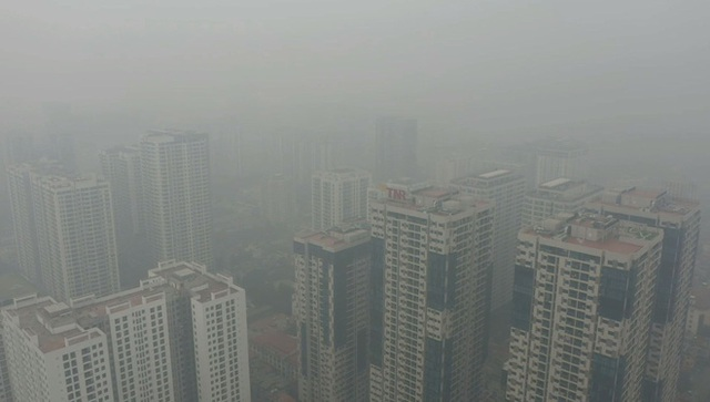 Nhiều tòa nhà mờ ảo nhìn từ flycam, chất lượng không khí ở Hà Nội suy giảm - Ảnh 7.