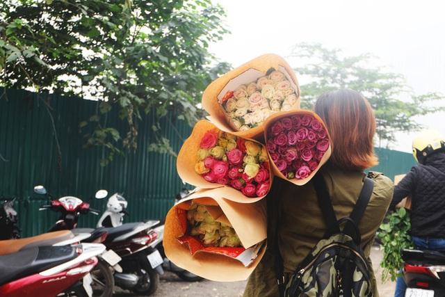 Xếp hàng từ 7h giờ sáng mua hoa hồng Đà Lạt 1.000 đồng/bông - Ảnh 11.