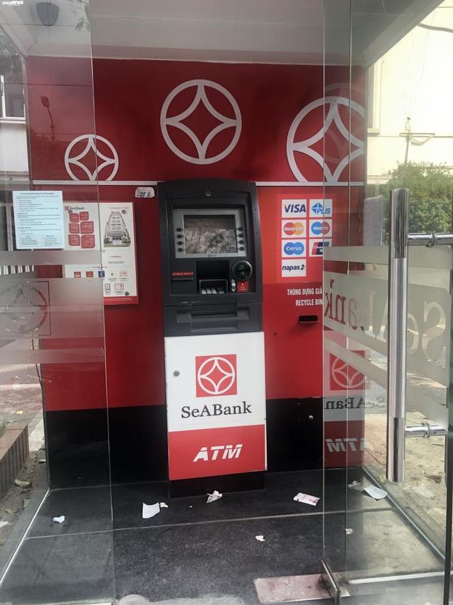 Hà Nội: ATM thờ ơ phòng dịch, khách lo nhiễm Covid-19 - Ảnh 10.