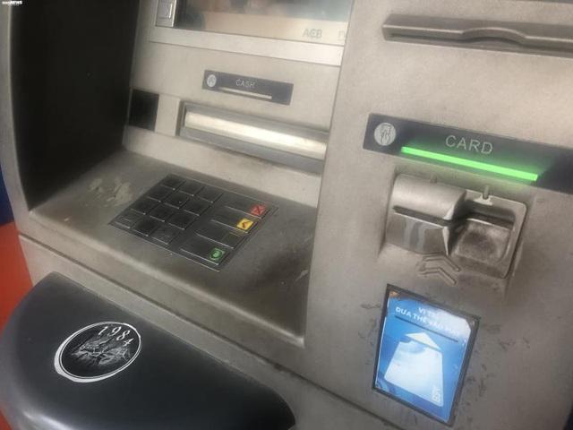 Hà Nội: ATM thờ ơ phòng dịch, khách lo nhiễm Covid-19 - Ảnh 5.