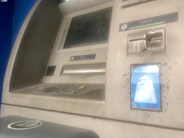 Hà Nội: ATM thờ ơ phòng dịch, khách lo nhiễm Covid-19 - Ảnh 7.