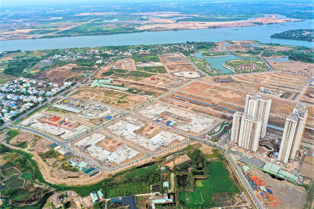 Tổng diện tích của dự án là 271 ha, nằm tại phường Long Bình và Long Thạnh Mỹ, quận 9 - cửa ngõ phía Đông của TP HCM, với 4 phân khu chính, cung cấp 3 dòng sản phẩm. Toàn dự án cung cấp ra thị trường 43.600 sản phẩm.