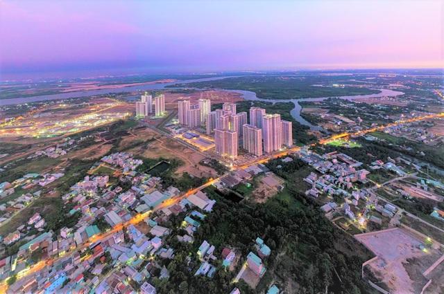 Với quy mô lớn, dự án khá nổi bật so với khu vực xung quanh hầu hết là nhà dân thấp tầng.
