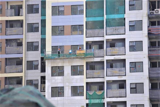 Một số tòa nhà đã được xây dựng xong và đang được hoàn thiện phần thô cũng như bên ngoài.