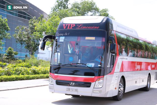 Cận cảnh quá trình cách ly 80 hành khách trên máy bay từ TP Daegu về Đà Nẵng - Ảnh 7.