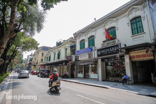 Những tuyến phố đắt đỏ có giá đất cả tỷ đồng/m2 ở Hà Nội - Ảnh 2.