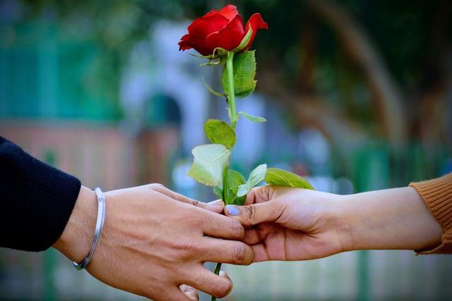 Lò mổ phụ nữ độc thân: Chiếc bẫy tinh vi của những người tình hoàn hảo dành cho các cô nàng mang áp lực hôn nhân - Ảnh 4.