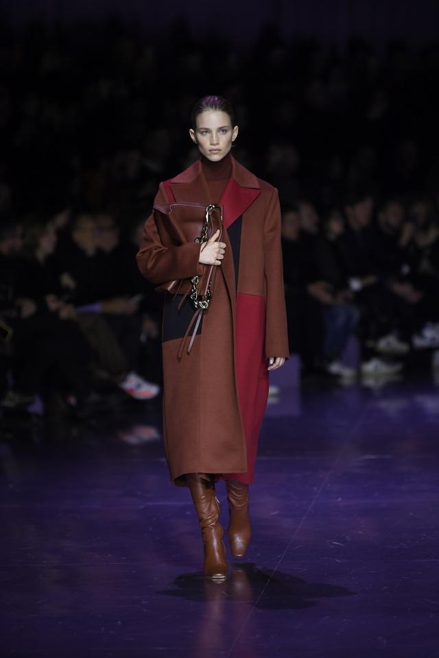BST gây ấn tượng mạnh tại Milan của ông lớn trong làng thời trang xa xỉ - Ảnh 2.