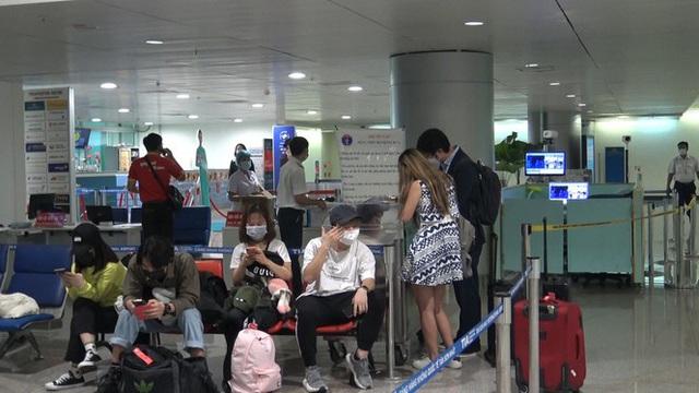 Cách ly 49 người từ vùng dịch ở Hàn Quốc về TPHCM - Ảnh 1.