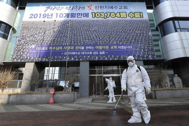 Covid-19 ở Hàn Quốc: Vì sao số ca nhiễm từ vài chục lên gần 1.200 trong vài ngày? - Ảnh 1.