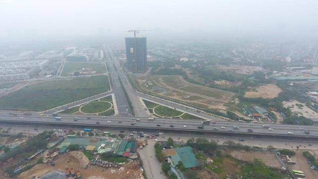 Toàn cảnh tuyến đường gần 1.500 tỷ đồng rộng 10 làn vừa thông xe ở Hà Nội - Ảnh 2.
