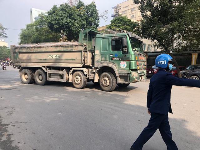 Xe vua đeo logo náo loạn phố cấm trung tâm Hà Nội giữa ban ngày - Ảnh 11.