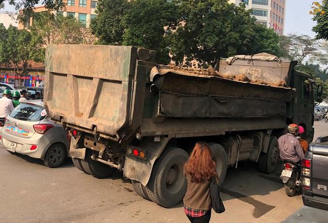 Xe vua đeo logo náo loạn phố cấm trung tâm Hà Nội giữa ban ngày - Ảnh 12.