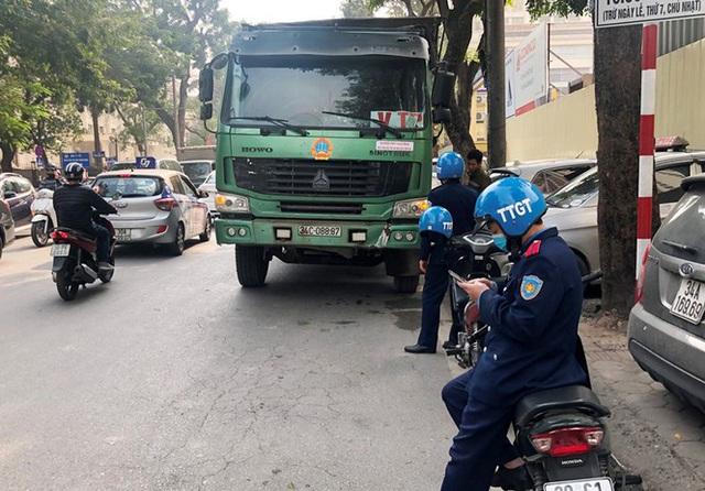 Xe vua đeo logo náo loạn phố cấm trung tâm Hà Nội giữa ban ngày - Ảnh 13.