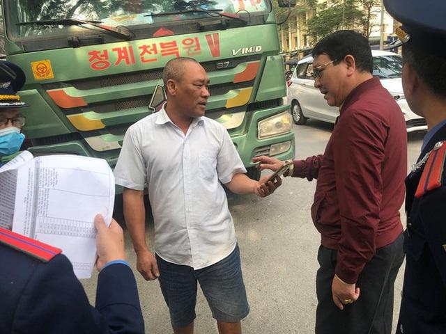 Xe vua đeo logo náo loạn phố cấm trung tâm Hà Nội giữa ban ngày - Ảnh 14.