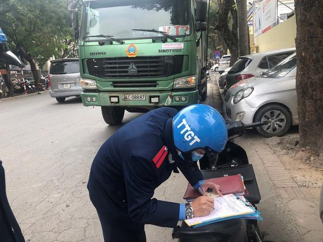 Xe vua đeo logo náo loạn phố cấm trung tâm Hà Nội giữa ban ngày - Ảnh 15.
