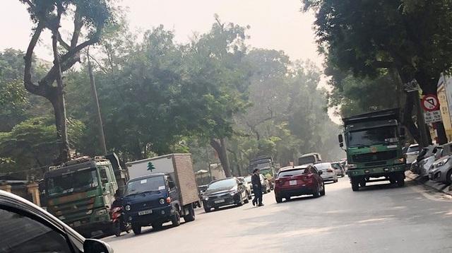 Xe vua đeo logo náo loạn phố cấm trung tâm Hà Nội giữa ban ngày - Ảnh 4.
