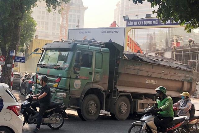 Xe vua đeo logo náo loạn phố cấm trung tâm Hà Nội giữa ban ngày - Ảnh 8.