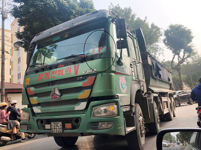 Xe vua đeo logo náo loạn phố cấm trung tâm Hà Nội giữa ban ngày - Ảnh 9.
