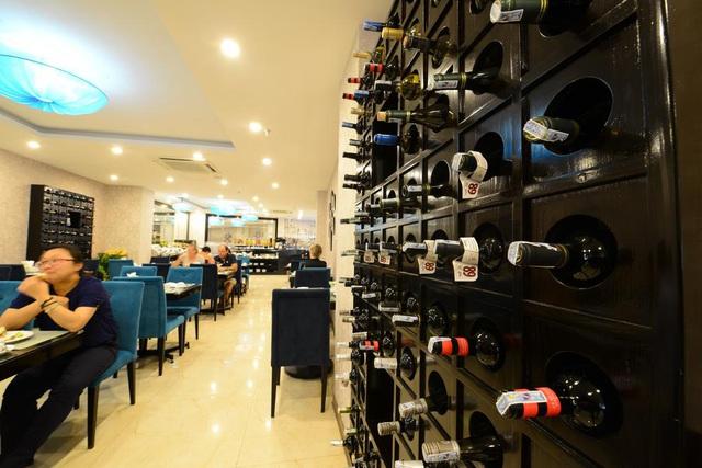 Cận cảnh khách sạn cho nhân viên nghỉ việc 4 tháng, trợ cấp 1,5 triệu đồng/người/tháng, lương sếp cũng như nhân viên vì Covid-19 - Ảnh 7.