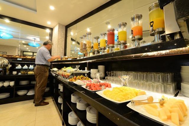 Cận cảnh khách sạn cho nhân viên nghỉ việc 4 tháng, trợ cấp 1,5 triệu đồng/người/tháng, lương sếp cũng như nhân viên vì Covid-19 - Ảnh 5.