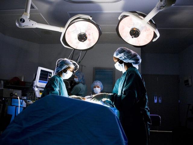 Bé gái 7 tuổi tử vong chỉ sau vài phút phẫu thuật cắt amidan, chuyên gia đưa ra một loạt cảnh báo - Ảnh 2.