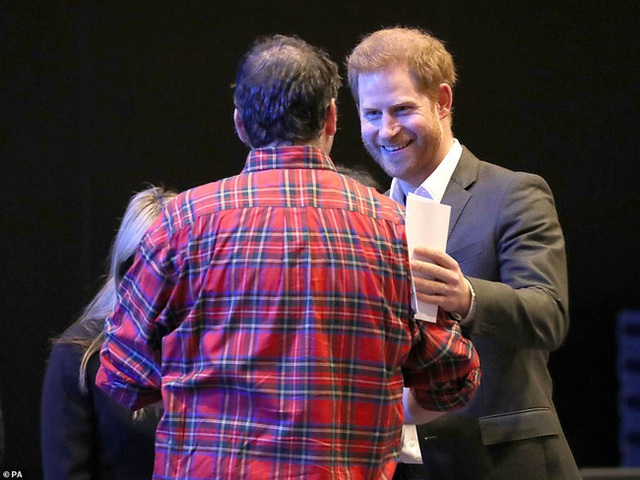 Hoàng tử nước Anh chính thức lộ diện công khai và đưa ra yêu cầu đặc biệt với mọi người: Hãy gọi tôi là Harry! - Ảnh 2.