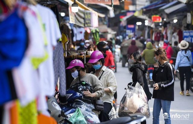 Chợ vải lớn nhất miền Bắc hết cảnh đìu hiu, tiểu thương tất bật đón khách - Ảnh 13.