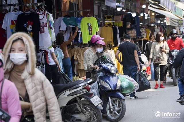 Chợ vải lớn nhất miền Bắc hết cảnh đìu hiu, tiểu thương tất bật đón khách - Ảnh 14.