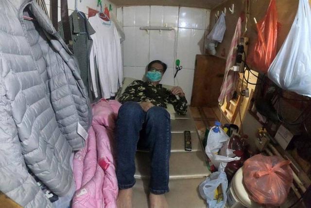 Không thể ra ngoài, hàng nghìn người nghèo Hong Kong nhốt mình trong nhà quan tài từ sáng đến đêm vì sợ virus corona - Ảnh 7.