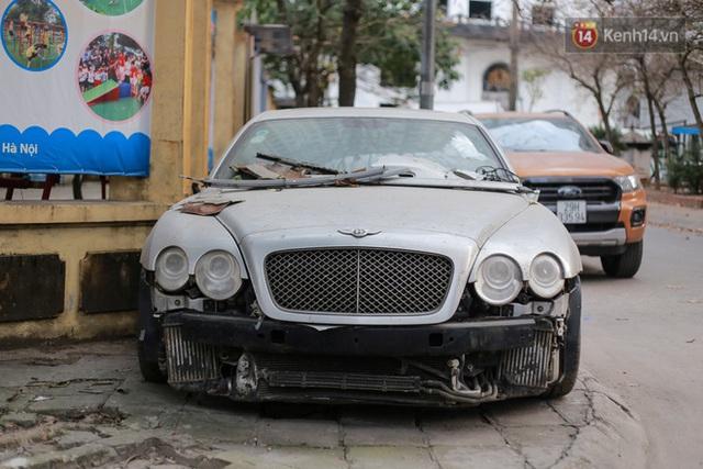 """Chùm ảnh: Siêu xe Bentley 20 tỷ nằm """"xếp xó"""" trên vỉa hè Hà Nội, hơn 5 năm qua không ai biết chủ nhân ở đâu - Ảnh 2."""