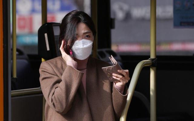 Người Hàn Quốc sau 1 tháng đối chọi dịch virus corona: Quanh quẩn trong nhà, mất khái niệm thời gian, săn tìm mặt nạ phòng độc - Ảnh 1.