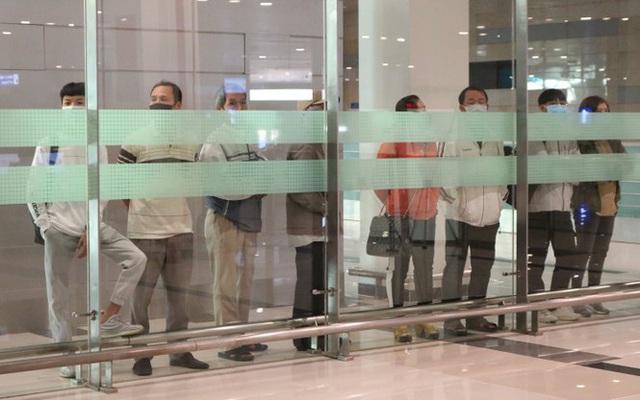 Đón chuyến bay về từ Hàn Quốc, Cần Thơ cách ly 9 người ngay tại sân bay - Ảnh 11.