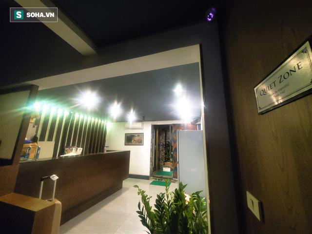 Cảnh hiu hắt bên trong khách sạn ở HN ngấm đòn Covid-19, cho nhân viên nghỉ việc 4 tháng - Ảnh 6.