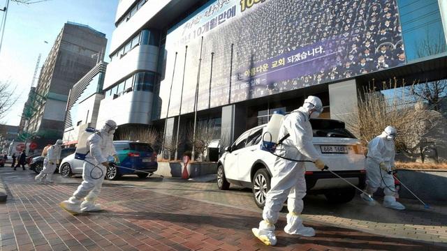 Ngoài giáo phái Tân Thiên Địa, Hàn Quốc còn mắc sai lầm gì khi kiểm soát virus corona? - Ảnh 2.