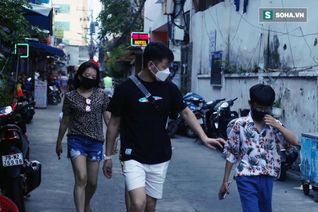 Nha Trang sau ca nhiễm virus corona đầu tiên từ người sang người: Không còn người Hoa, cửa hàng đóng vì ế ẩm - Ảnh 2.